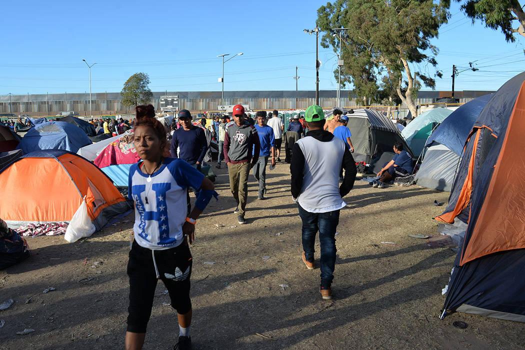 La mayoría de miembros de la caravana son de origen hondureño, pero hay salvadoreños, guatemaltecos, nicaragüenses y hasta mexicanos. Sábado 24 de noviembre de 2018, en Tijuana, Baja Californ ...