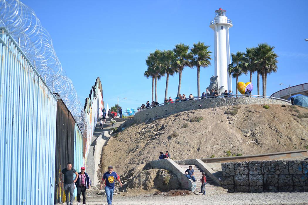 Mucha gente, al visitar Tijuana, acude al Parque de la Amistad, localizado en Playas de Tijuana y donde se dio la mayor manifestación en contra de la caravana por parte de ciudadanos mexicanos. D ...