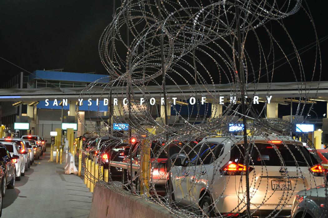 La alambrada de púas blinda la frontera, es sinónimo de la política antiinmigrante de la presente administración. Domingo 25 de noviembre de 2018, en Tijuana, Baja California Norte. Foto Frank ...