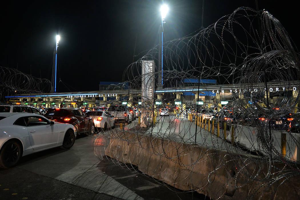 El caos se hizo patente en la frontera ante el inminente cierre del cruce, convocado por algunos migrantes para el domingo 25 de noviembre, con los resultados que ya muchos saben. Sábado 24 de n ...