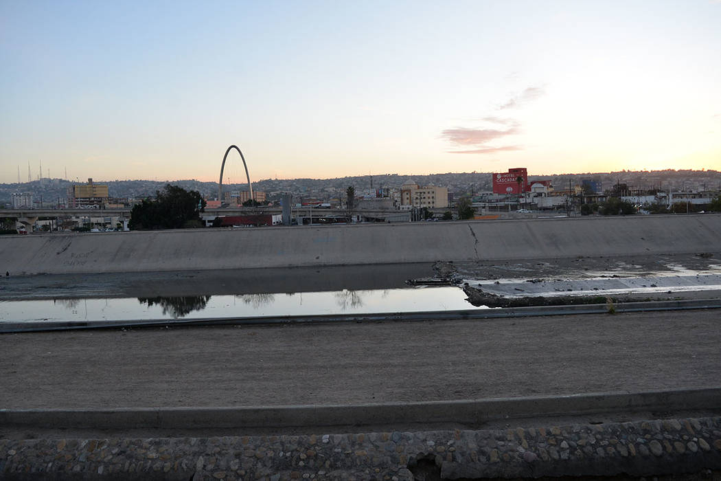 Luego de la tormenta en la frontera, la calma no llega. Una panorámica de la Zona Norte desde el lado estadounidense. Domingo 25 de noviembre de 2018, en Tijuana, Baja California Norte. Foto Fran ...