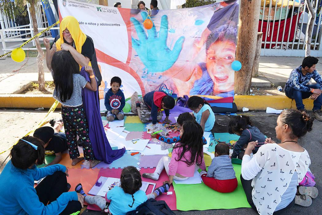 La Caravanas Migrante llegó a Tijuana y han causado reacciones encontradas entre la población local, los niños se han convertido en las verdaderas víctimas de este éxodo migratorio. Sábado 2 ...