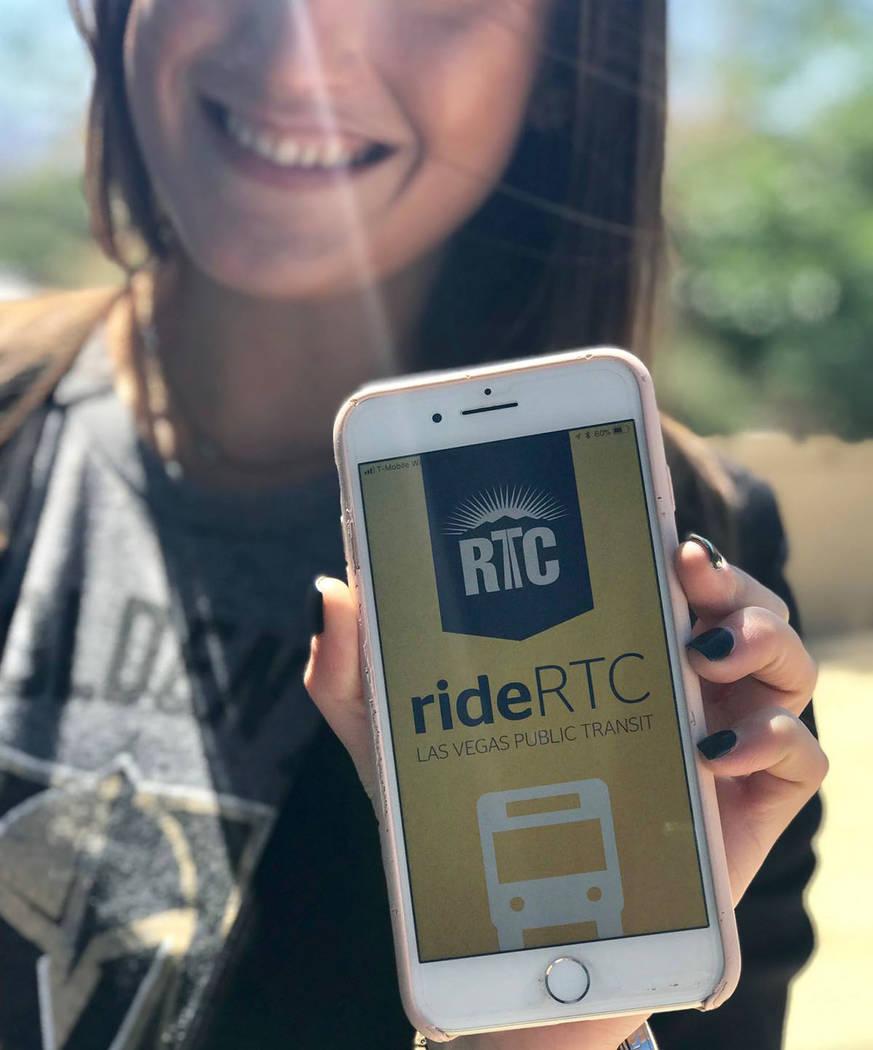Son más de 200 mil los usuarios de autobuses públicos que utilizan la aplicación de celular rideRTC. Foto: Cortesía RTC.