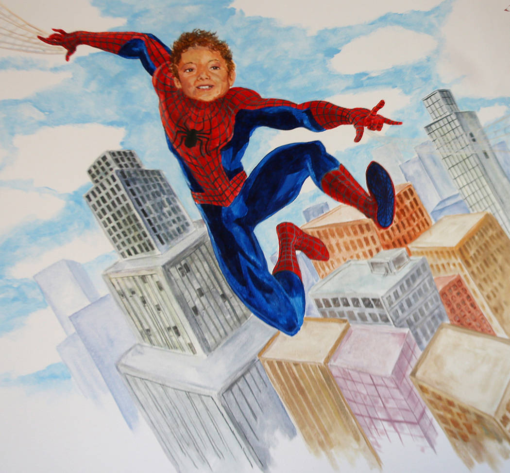 Un mural muestra a Sultan Bouras Souissi como Spiderman en su nueva casa de juegos en North Las Vegas el lunes 26 de noviembre de 2018. Sultan tiene espina bífida, una enfermedad que afecta su si ...