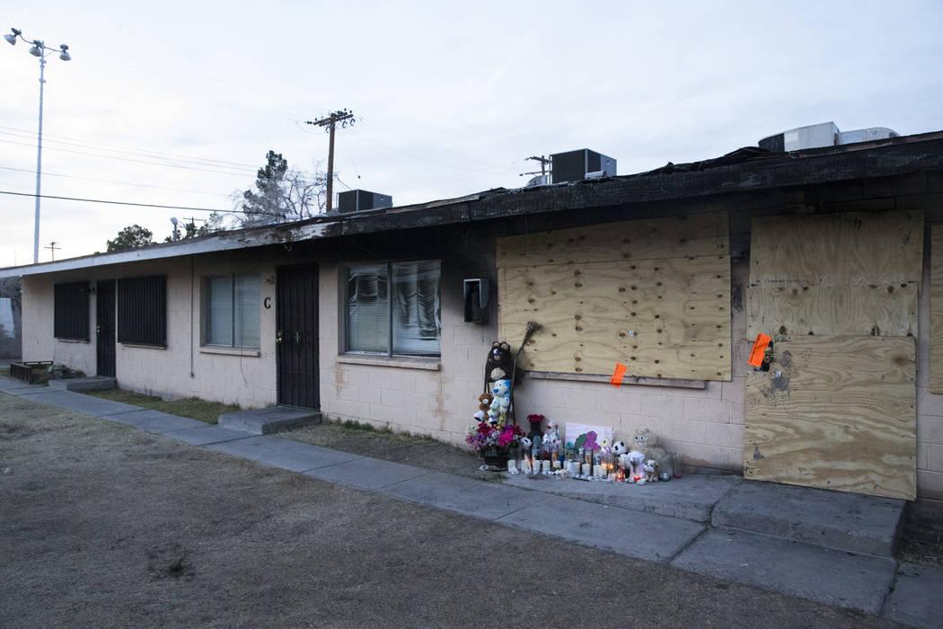 Esta foto de archivo de febrero de 2017 muestra los restos de un incendio fatal en una casa en Westlake Apartments donde Diana Bankstown y su hija de 8 años, Kaysha Ray, murieron el 19 de enero d ...