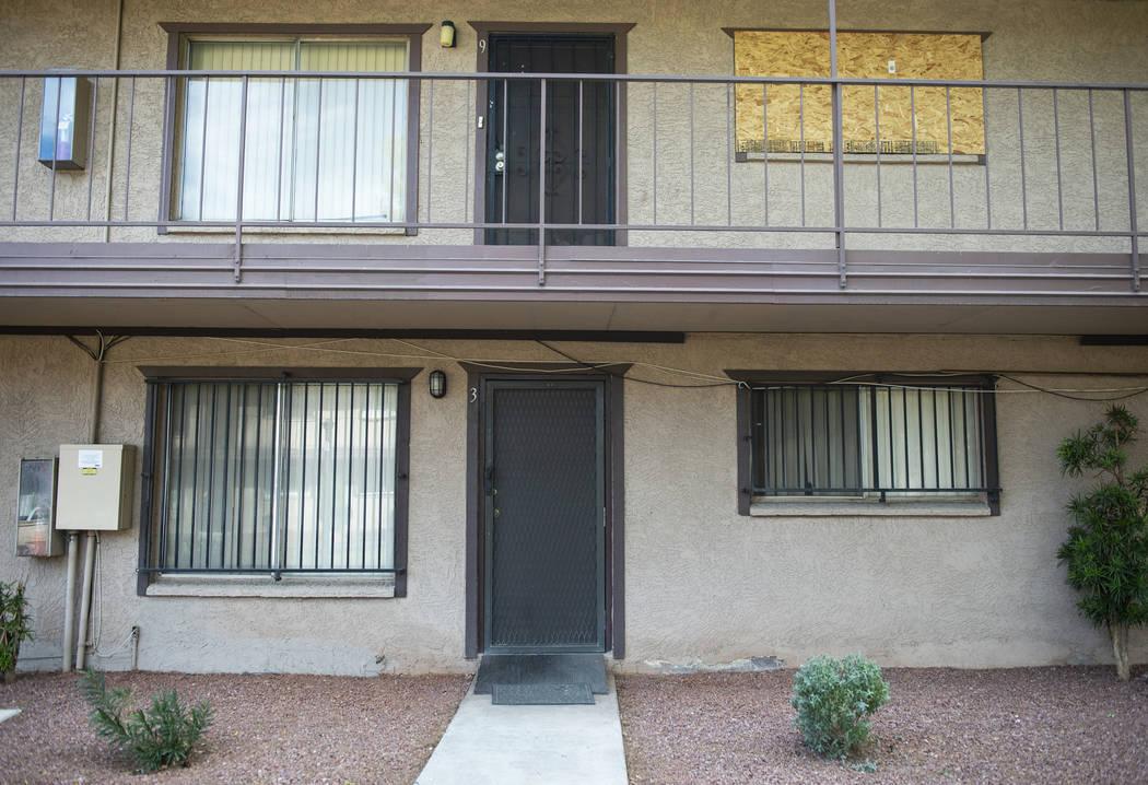 Toma exterior de una de las casas más baratas actualmente en venta en Las Vegas ubicada en 585 S. Royal Crest Circle, Unidad 9, el martes 27 de noviembre de 2018. Caroline Brehman / Las Vegas Rev ...
