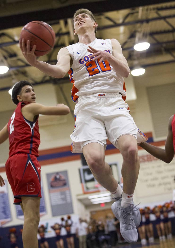 Noah Taitz (20) de Bishop Gorman sube a un tiro contra Coronado durante la primer mitad de un juego de baloncesto en la escuela secundaria Bishop Gorman en Las Vegas el jueves 29 de noviembre de 2 ...