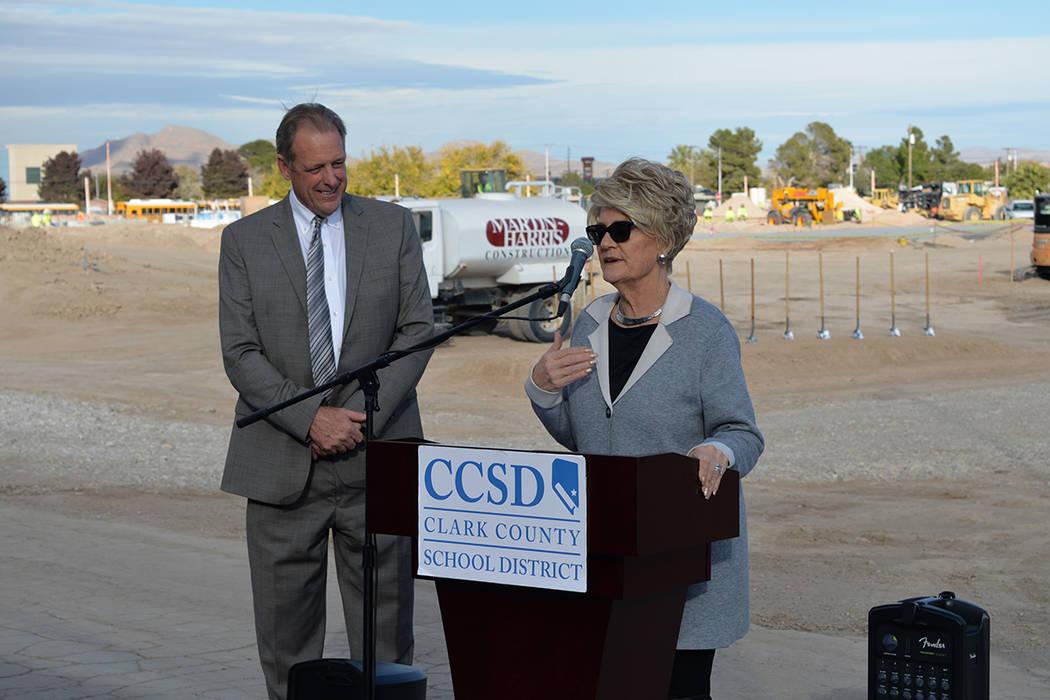 Sandy Miller, ex-primera dama del estado luchó por muchos años para que el proyecto se hiciera realidad. A su espalda el alcalde de North Las Vegas, John Lee. Miércoles 28 de noviembre de 2018, ...