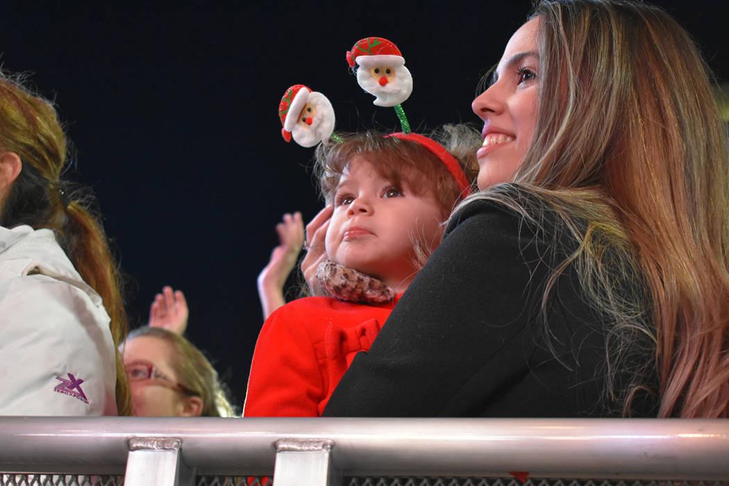Familias aprovecharon para llevar a sus niños a disfrutar de un evento navideño-deportivo. Jueves 29 de noviembre de 2018 en Plaza Toshiba. Foto Anthony Avellaneda / El Tiempo.