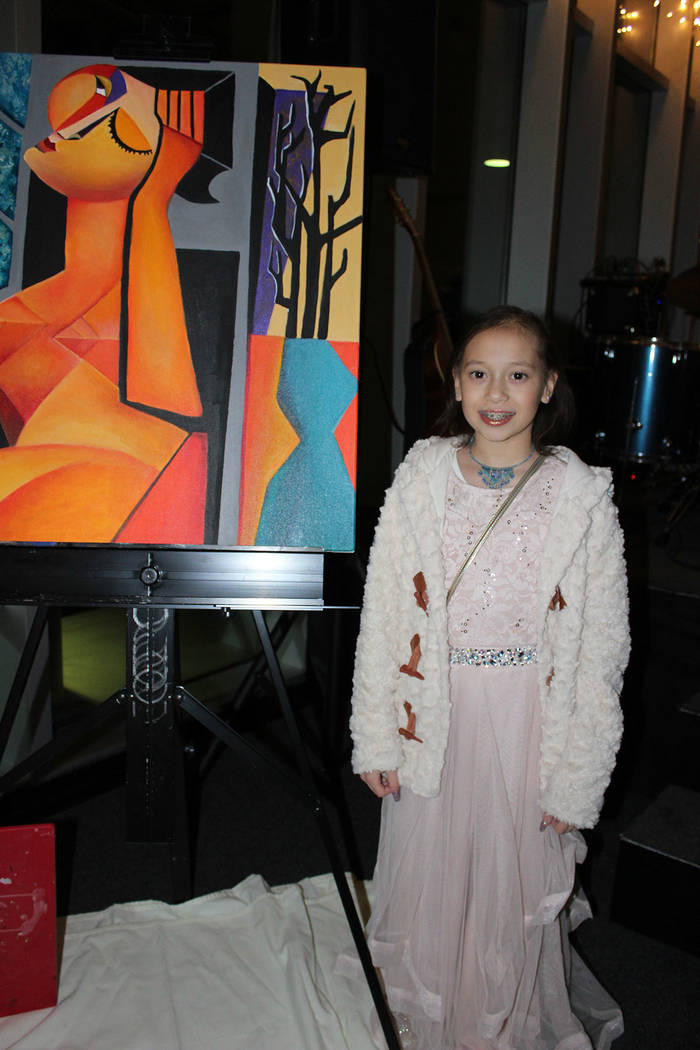 Junaisy Vargas, es sobreviviente de cáncer y ahora es aficionada a la pintura. Domingo 2 de diciembre del 2018, en las oficinas de Craig P. Kenny. Foto Cristian De la Rosa / El Tiempo - Contribuidor.