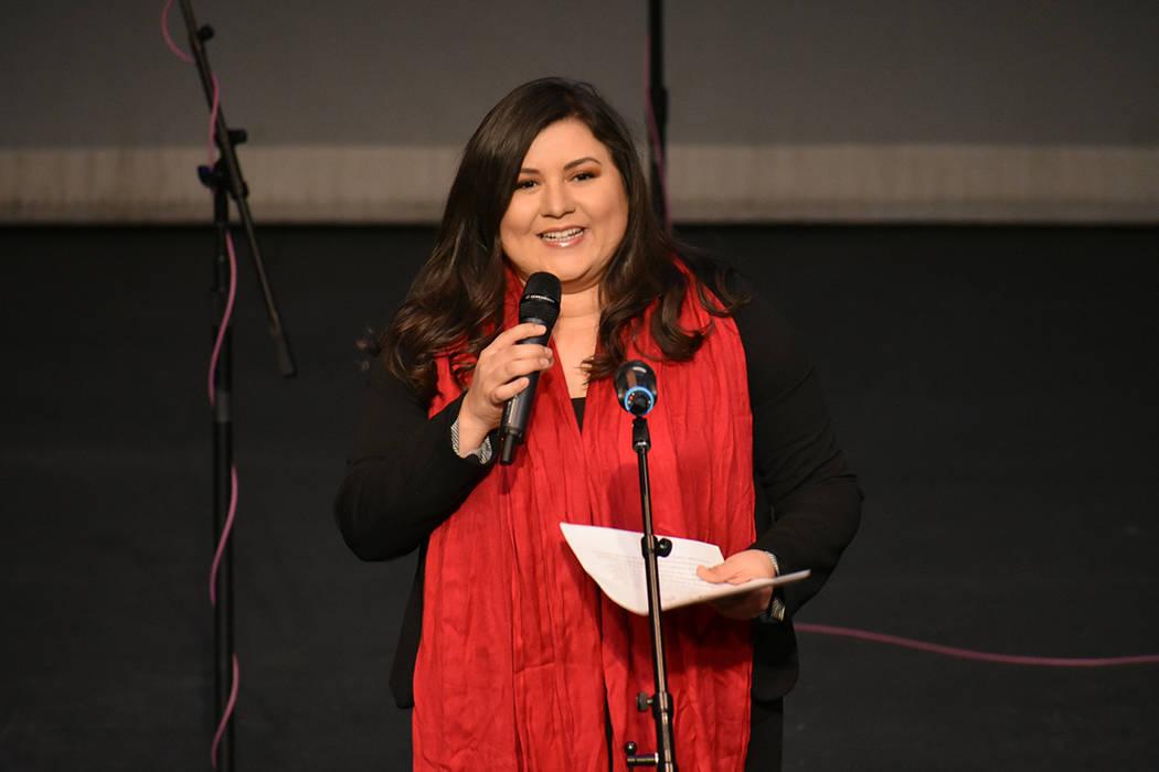 La profesora Miriam Vázquez fue la maestra de ceremonias del Festival de Invierno de Mariachi. Viernes 30 de noviembre de 2018 en la sede Flamingo de la Biblioteca del Condado Clark. Foto Anthony ...
