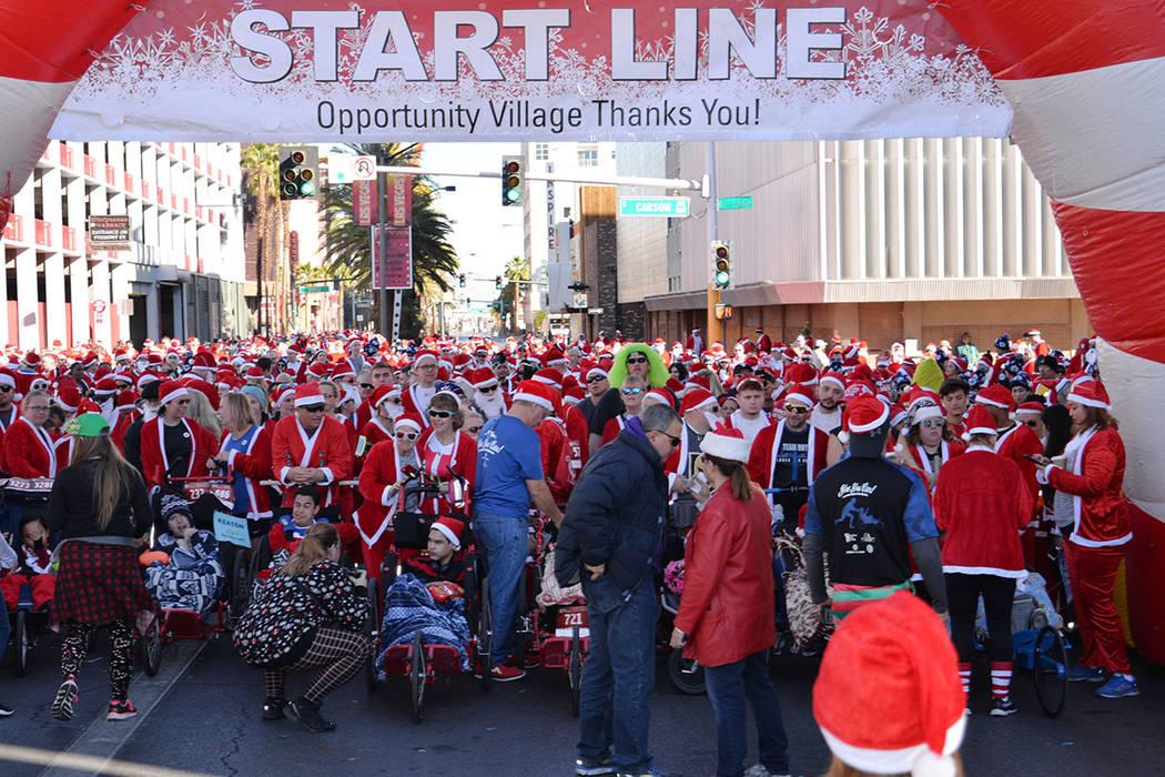 Desde hace 14 años Great Santa Run permite disfrutar de una mañana en familia y, al mismo tiempo, solidarizarse con la organización Opportunity Village. Sábado 1 de diciembre en la carrera anu ...