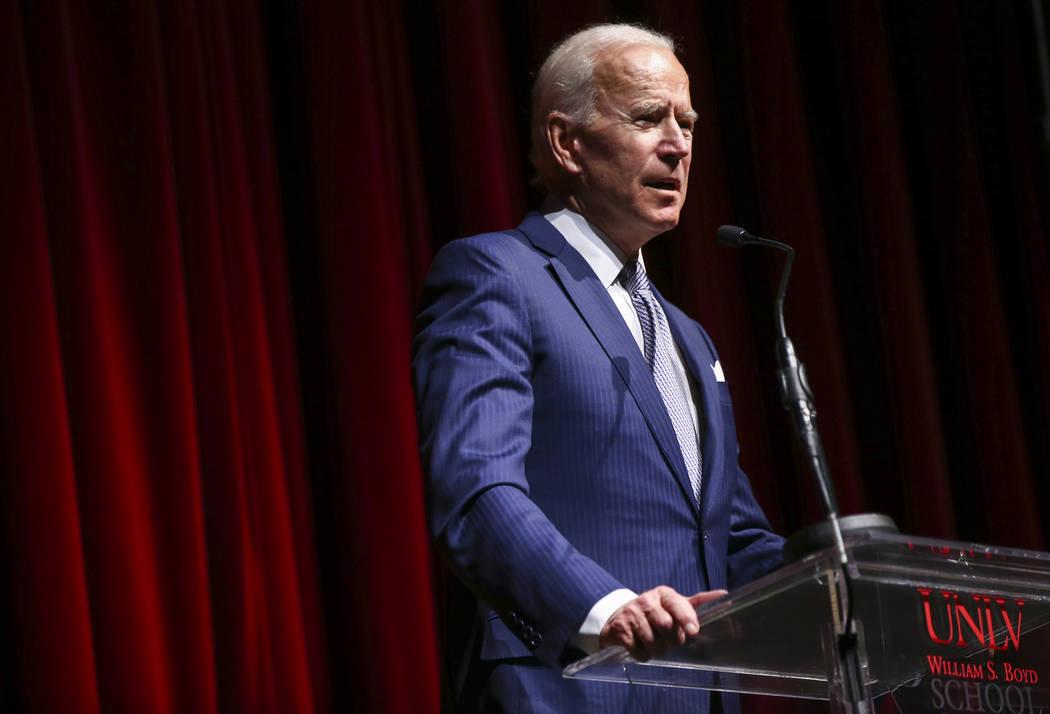El ex vicepresidente Joe Biden se presenta durante la Gala de la escuela de Leyes de la UNLV en Bellagio en Las Vegas el sábado 1 de diciembre de 2018. Chase Stevens Las Vegas Review-Journal @css ...