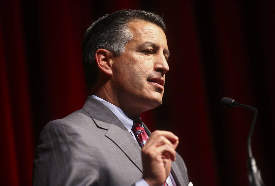 El gobernador Brian Sandoval habla durante la gala de la escuela de leyes de la UNLV en el Bellagio en Las Vegas el sábado 1 de diciembre de 2018. Chase Stevens Las Vegas Review-Journal @cssteven ...