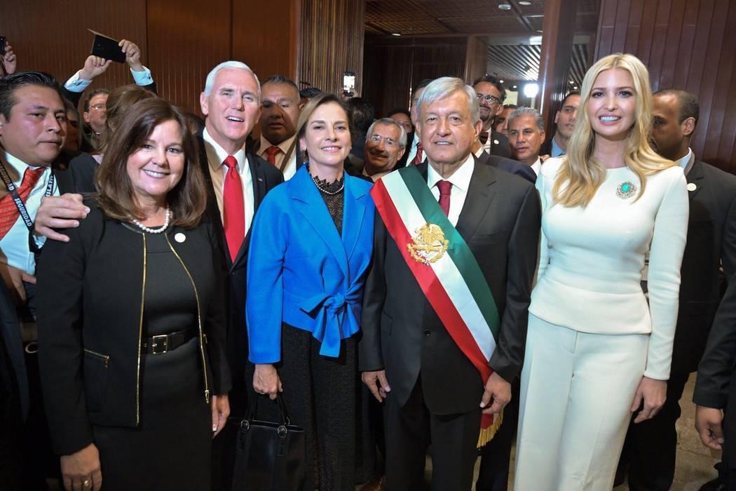 El vicepresidente de Estados Unidos, Mike Pence, y su esposa Karen Pence, además de la asesora del presidente de Estados Unidos, Ivanka Trump, acudieron el Palacio Legislativo de México para aco ...
