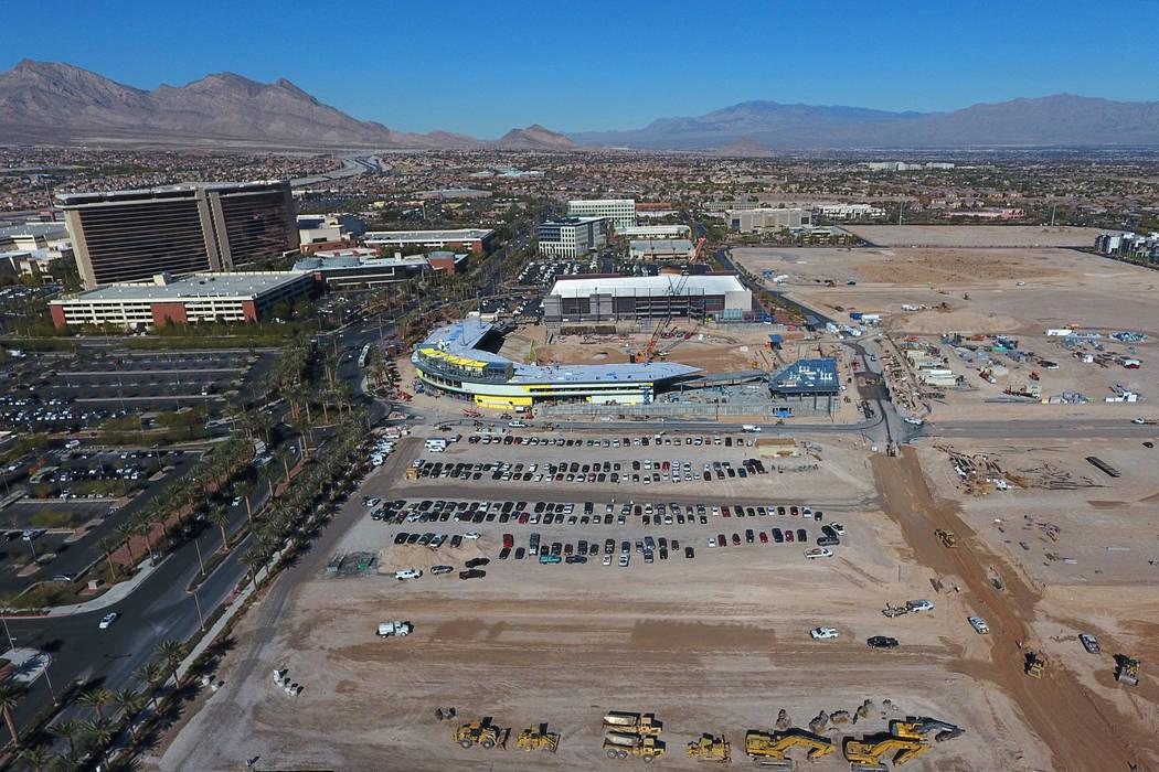 Vista aérea de terrenos baldíos al sur del estadio de béisbol de Las Vegas, donde el desarrollador de Summerlin Howard Hughes Corp. ha presentado planes para un hotel de 14 pisos y 267 habitaci ...