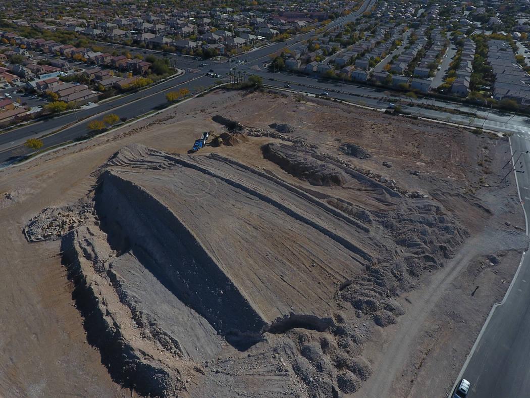 Vista aérea de terrenos baldíos al sur del estadio de béisbol de Las Vegas en Sahara Avenue y Town Center Drive como se vio el lunes 3 de diciembre de 2018. Michael Quine / Las Vegas Review-Jou ...