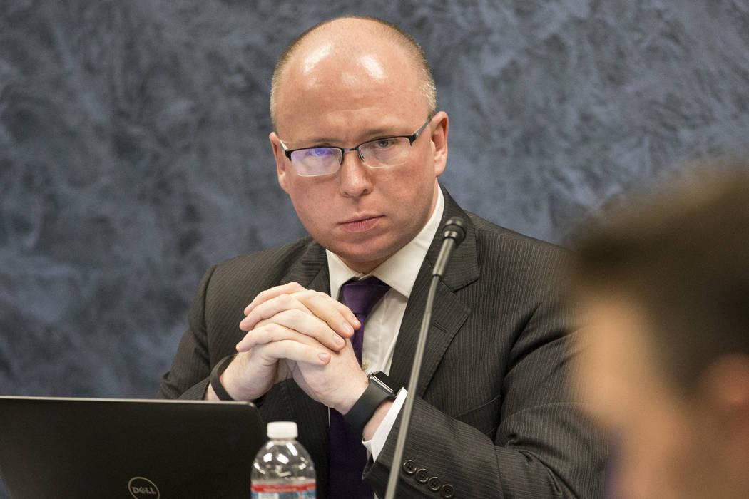 Patrick Gavin, director ejecutivo de la Autoridad de Escuelas Públicas del Estado de Nevada, durante una reunión de la junta en el Edificio de la Oficina Estatal Grant Sawyer en Las Vegas el vie ...