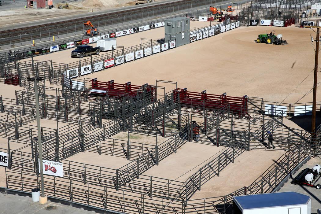 Los trabajadores se preparan para la apertura de Core Arena, un centro ecuestre al aire libre permanente en la Plaza de Toros en el centro de Las Vegas, el martes 4 de diciembre de 2018. K.M. Cann ...