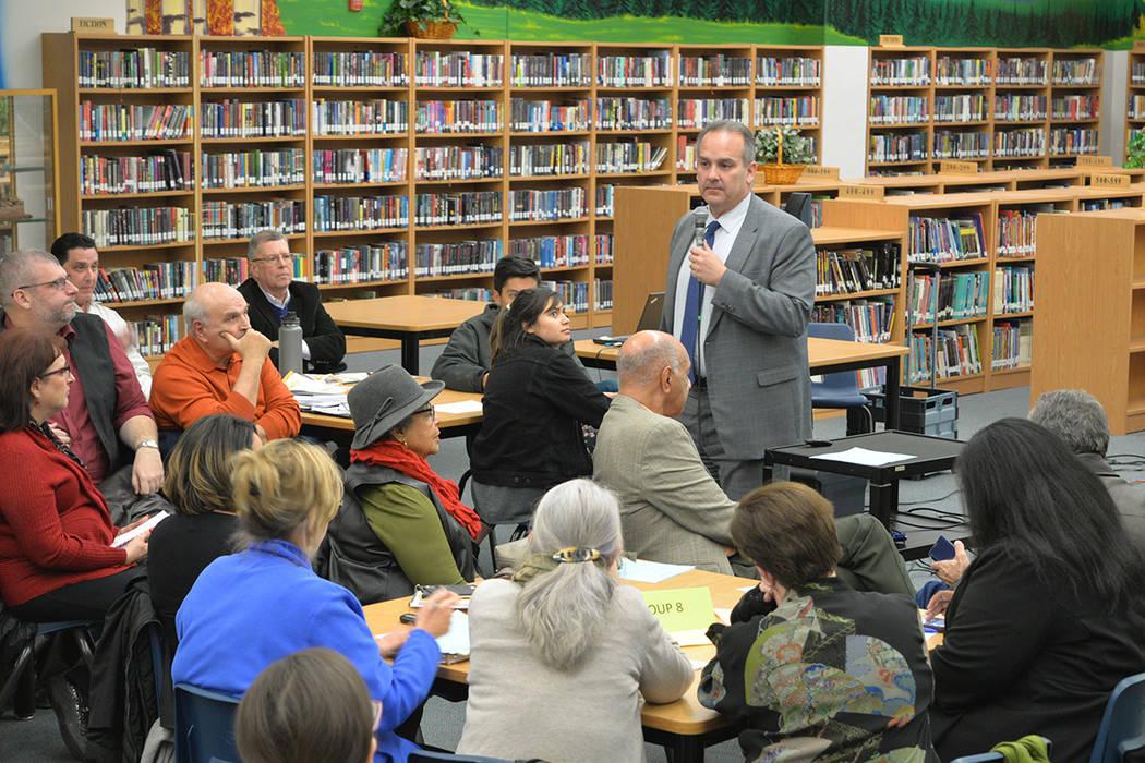 El superintendente del Distrito Escolar del Condado Clark Jesús F. Jara, manifestó que algunos estudiantes empiezan en primera base (haciendo alusión a un diamante de béisbol), otros en tercer ...