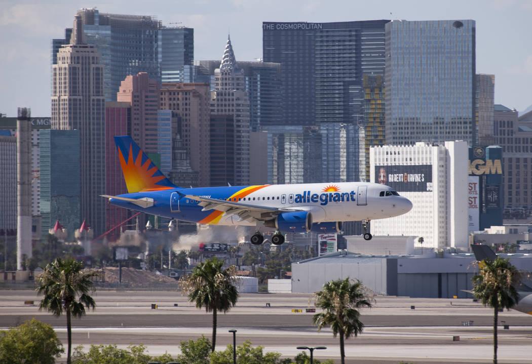 Un vuelo de Allegiant Air se prepara para aterrizar en el Aeropuerto Internacional McCarran en Las Vegas el lunes 23 de julio de 2018. Richard Brian Las Vegas Review-Journal @vegasphotograph