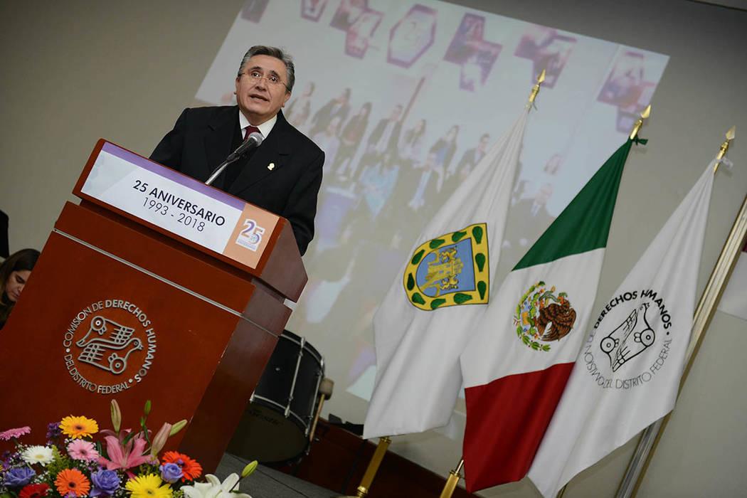 ARCHIVO. México, 1 Oct 2018 (Notimex- Especial).- El ombudsman nacional, Luis Raúl González Pérez acudió a la ceremonia del 25 Aniversario de la Comisión de Derechos Humanos de la Ciudad de ...