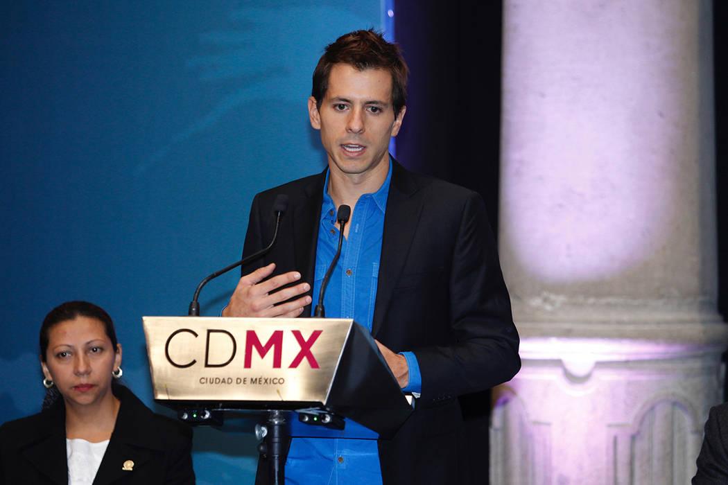 ARCHIVO.- México, 28 Nov 2018 (Notimex-Oscar Ramírez).- Los atletas Rodrigo González López y Evelin Parra reciben el Premio Estatal del Deporte de la Ciudad de México en El Antiguo Palacio d ...