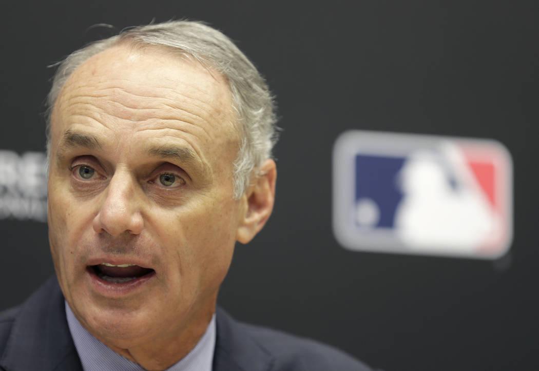 El comisionado de béisbol Rob Manfred habla durante una conferencia de prensa en la sede de la MLB en Nueva York, el martes 27 de noviembre de 2018. (AP Photo / Seth Wenig)