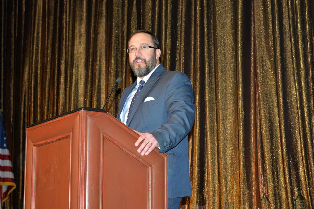 Maximiliano D. Couvillier presidente de la Junta Directiva de Legal Aid Center of Southern Nevada, agradeció a los patrocinadores y personas que acudieron a la entrega. Viernes 7 de diciembre, en ...