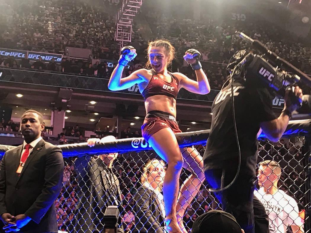 Joanna Jedrzejczk protagonizó una dura y pareja pelea ante Valentina Shevchenko, en el combate co-estelar de UFC 231 en el Scotiabank Arena de Toronto, Ontario, Canadá. Foto Anthony Avellaneda / ...