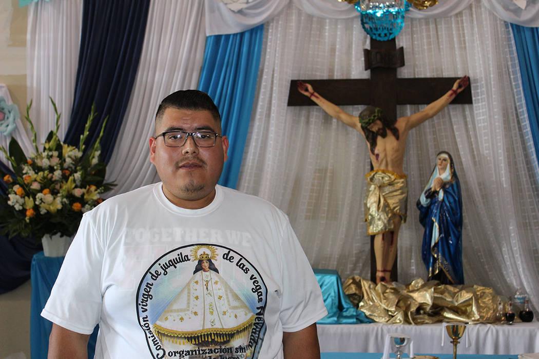 Gustavo Merchant, organizador, realiza la celebración para la virgen de Juquila hace 12 años. Sábado 8 de diciembre del 2018 en Steptoe St. Foto Cristian De la Rosa / El Tiempo - Contribuidor.