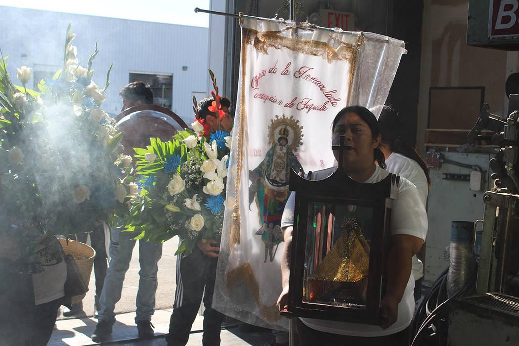 El grupo de fieles de esta virgen ha crecido en Las Vegas. Sábado 8 de diciembre del 2018 en Steptoe St. Foto Cristian De la Rosa / El Tiempo - Contribuidor.