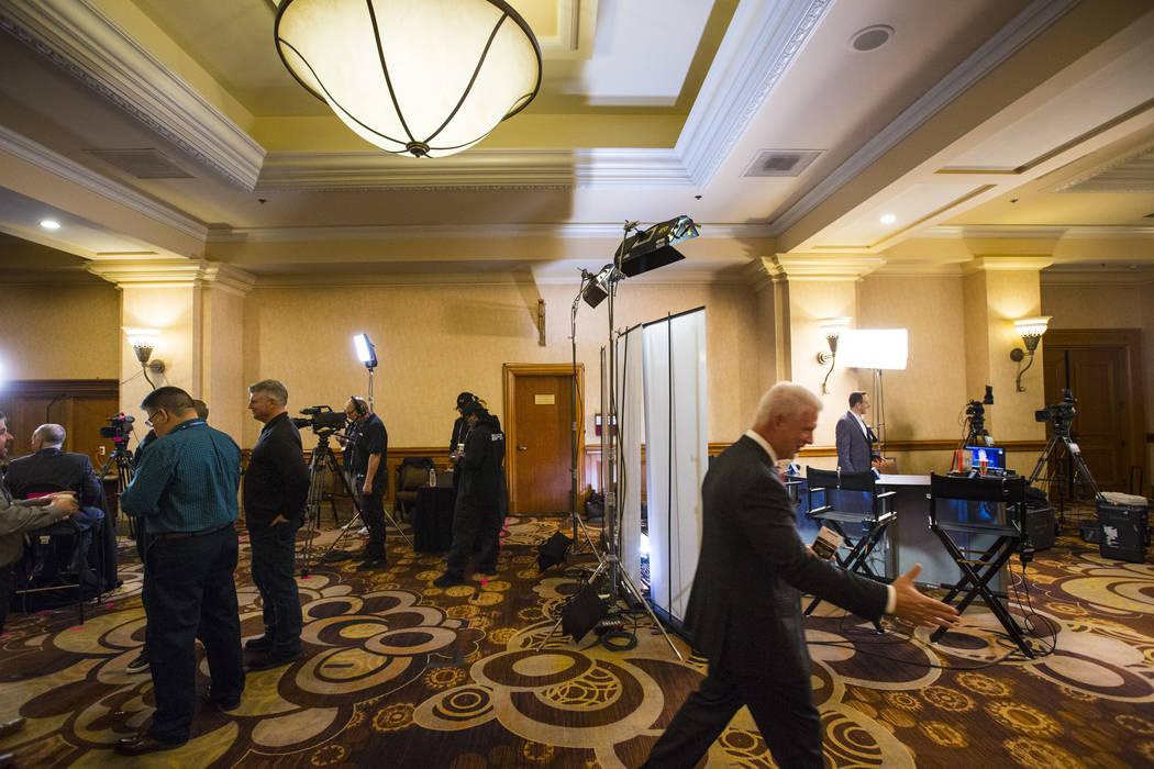Redes de transmisión y de cable preparadas para entrevistas durante las reuniones de invierno de la Major League Baseball en Mandalay Bay en Las Vegas el lunes 10 de diciembre de 2018, Chase Stev ...