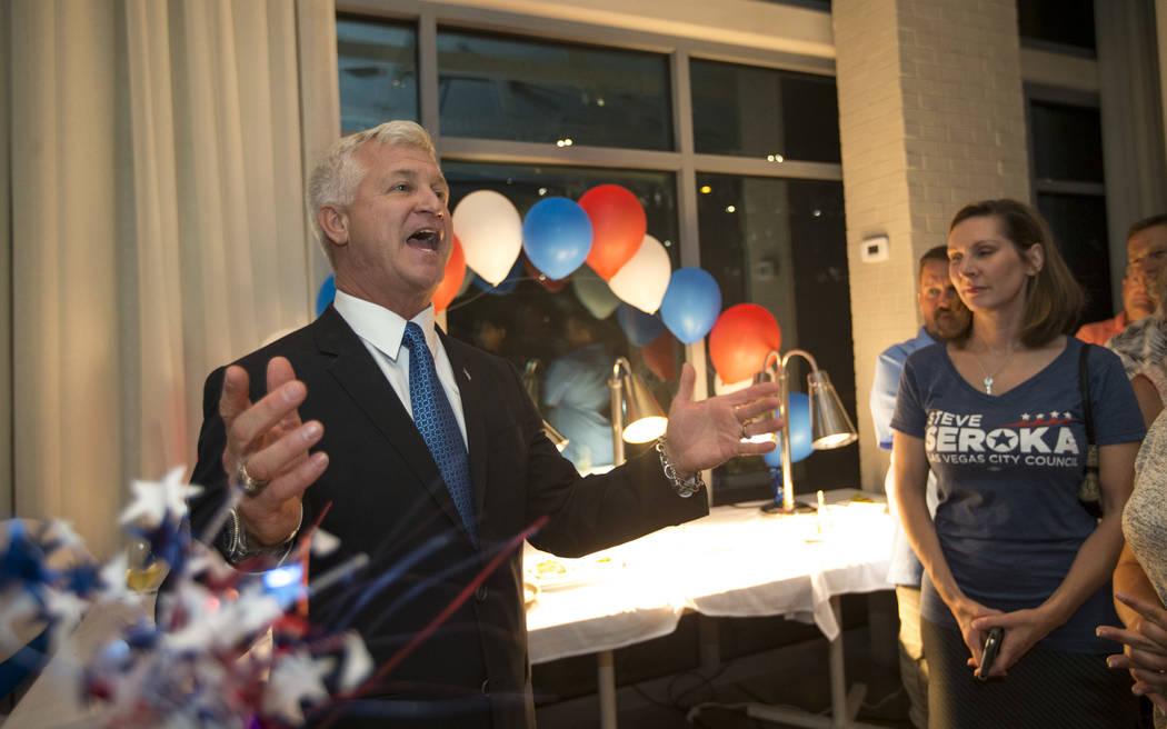 Steve Seroka, candidato del Concejo Municipal de Las Vegas, habla a los invitados durante su fiesta por el resultado de las elecciones en Las Vegas el martes 13 de junio de 2017. Richard Brian Rev ...