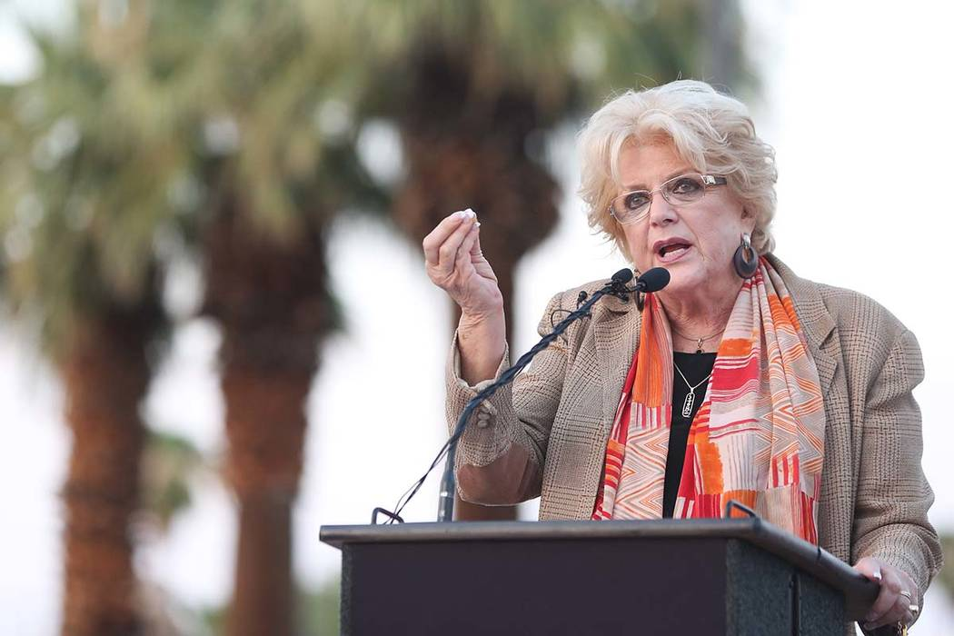 La alcaldesa de Las Vegas, Carolyn Goodman, habla durante una ceremonia de dedicación para el nuevo letrero de la ciudad de Las Vegas en Las Vegas Boulevard, cerca del Stratosphere, el martes 7 d ...