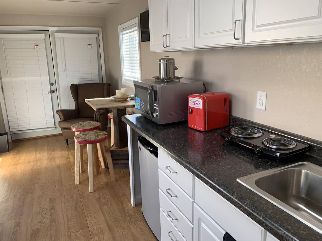 El interior de un nuevo modelo de casa pequeña el martes 11 de diciembre de 2018, en Veterans Village II, 50 N. 21st Street en Las Vegas. La organización construirá 10 de estas casas de contene ...