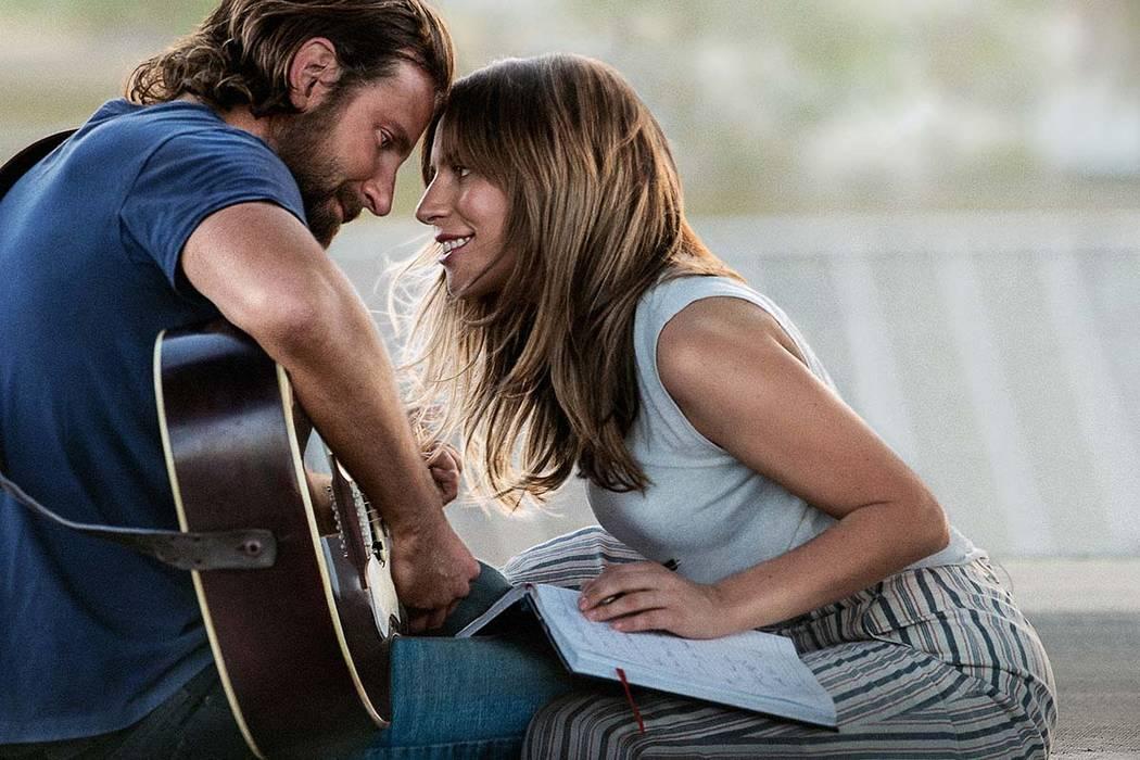"""Bradley Cooper con Lady Gaga en """"A Star Is Born"""". (Warner Bros. Pictures)"""