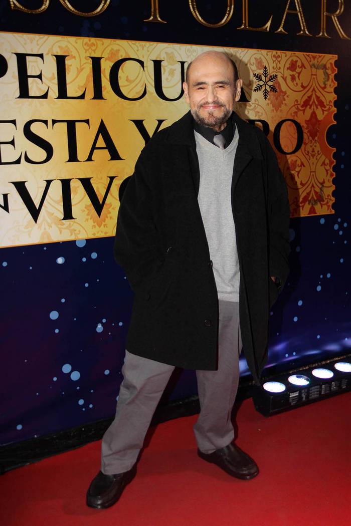 México, 7 Dic 2018 (Notimex-Guillermo Granados).- El actor Edgar Vivar desfiló en la alfombra roja de la presentación del espectáculo Arts Orquesta México, que sorprenderá al público con el ...