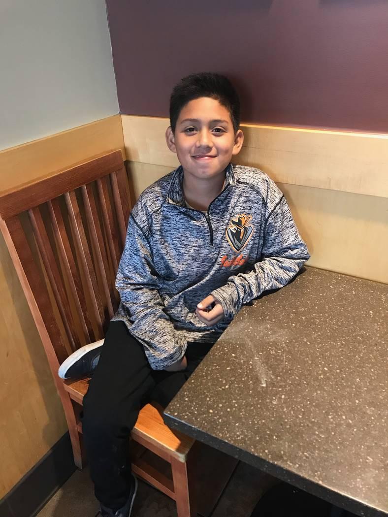 Jayden Zelaya-Ramos, de 10 años, el 1 de mayo de 2018. Jayden acababa de describir cómo su maestro de quinto grado, Jason Wright, el esposo de la presidenta de la Junta de CCSD, Deanna Wright, l ...