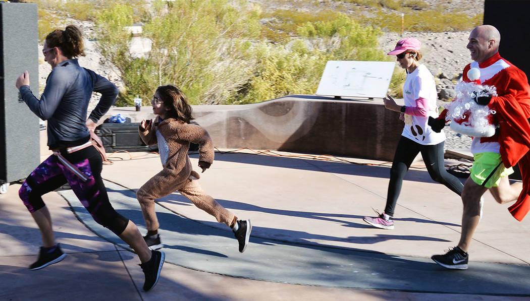 En la segunda edición de la carrera Reindeer Dash 5k, participaron atletas de todos niveles y de casi todas las edades. El sábado 15 de diciembre, en Pecos Legacy Park. Foto Frank Alejandre / El ...