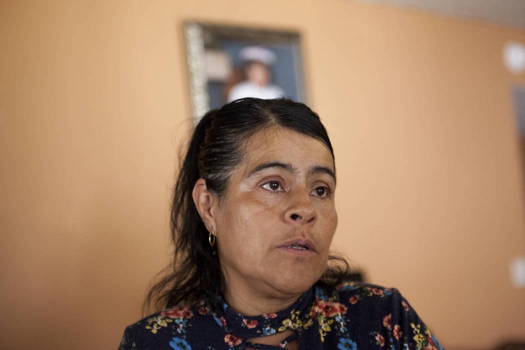 Ivon Meneses habla con el Review-Journal en su casa en Las Vegas el jueves 10 de agosto de 2017. Meneses usa Medicaid para ella y para sus seis hijos. Ella teme que un cambio en las leyes de salud ...