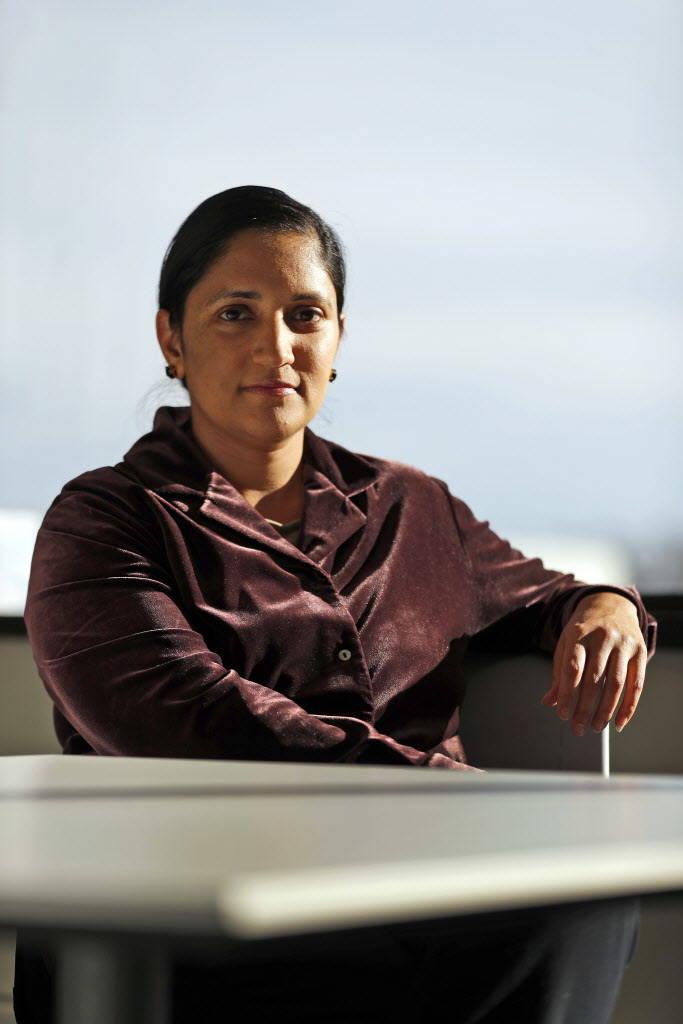 En esta foto del 5 de diciembre de 2017, Kavita Patel posa para una foto en Creve Coeur, Mo. Las personas en Medicaid son propensas a fumar, luchan contra la depresión y la obesidad, o califican ...