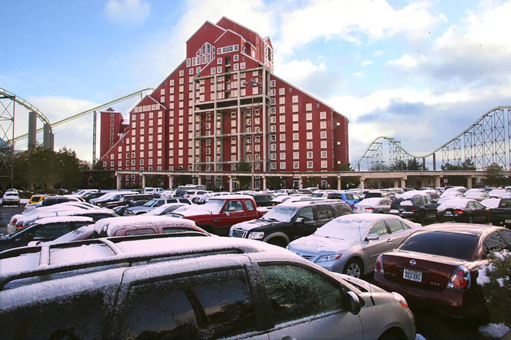 Buffalo Bill disfrutó de condiciones de hacinamiento después de que la Interstate 15 en California fuera cerrada en Primm el 18 de diciembre de 2008. La autopista se convirtió en un estacionami ...