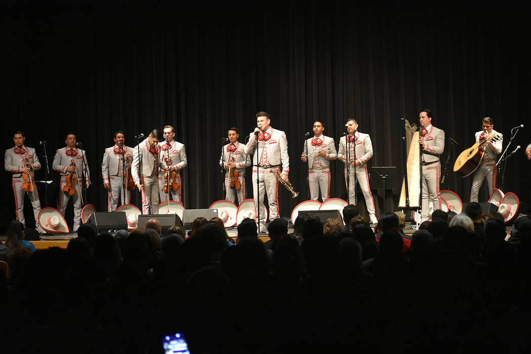 El repertorio navideño del Mariachi Sol de México incluyó tradicionales canciones como 'Noche de paz', 'Blanca Navidad', 'Merry Christmas' y 'El cascanueces'. Viernes 14 de dici ...