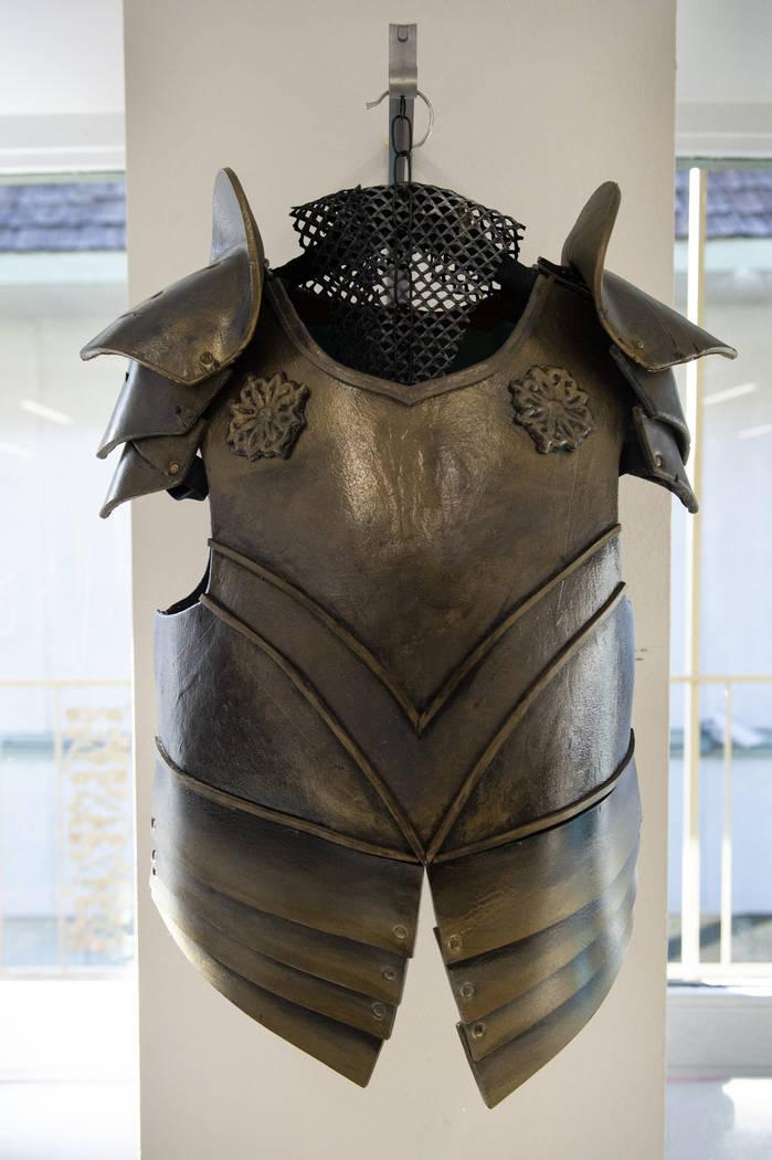 """""""Armor"""" de Christine Taylor está en exhibición en Core Contemporary Gallery en Las Vegas, el miércoles 12 de diciembre de 2018. Caroline Brehman / Las Vegas Review-Journal"""