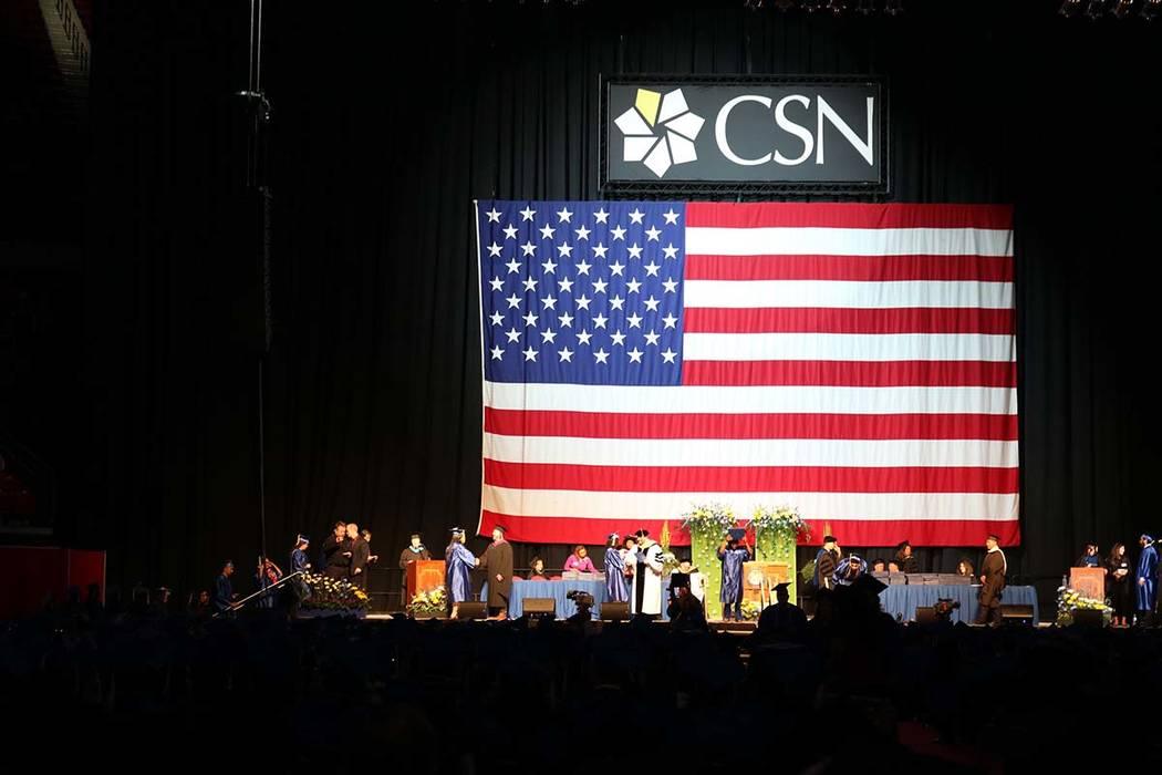 Los estudiantes esperan que se les llame en la ceremonia de graduación número 46 de College of Southern Nevada en Thomas & Mack Center en Las Vegas, el lunes 14 de mayo de 2018. La clase de 2018 ...