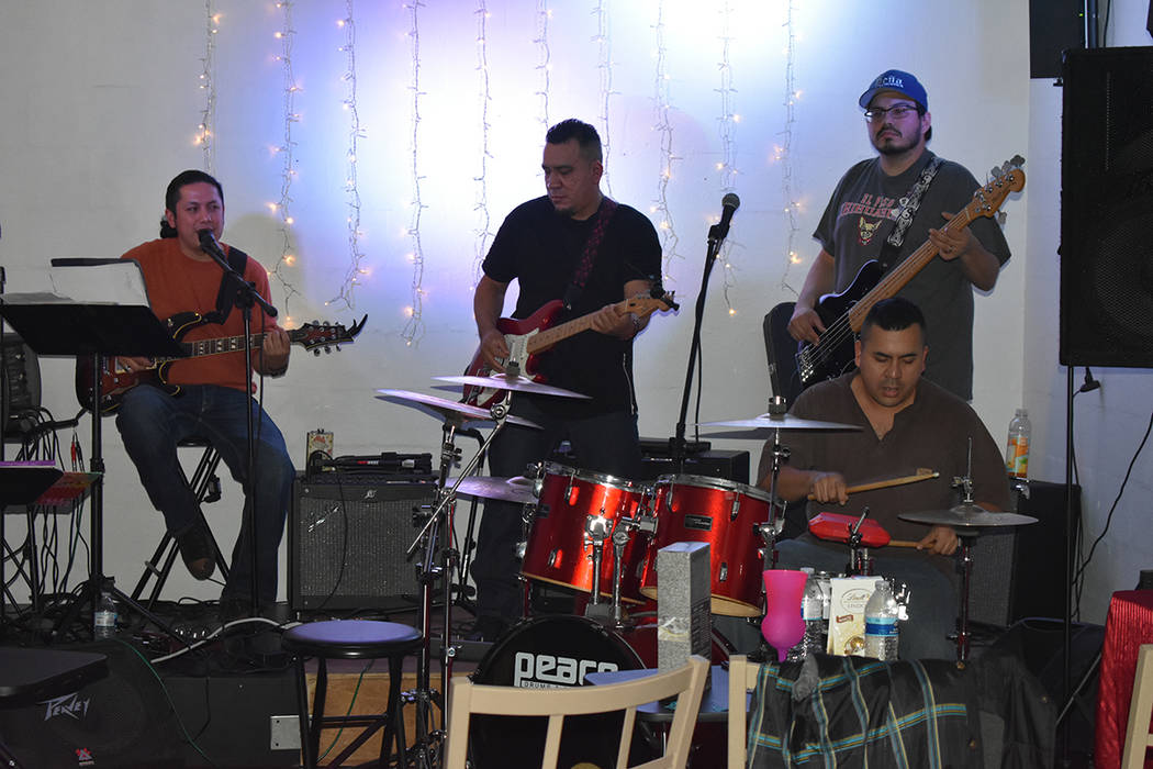 El grupo Barra Libre fueron los encargados de cerrar la noche. Sábado 15 de diciembre de 2018 en Luces de Bohemia. Foto Anthony Avellaneda / El Tiempo.