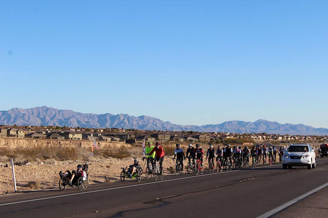 De acuerdo con NHTSA en Las Vegas 3% de las personas en edad de trabajar utilizan la bicicleta como medio de transporte. Sábado 15 de diciembre de 2018 en el Red Rock. Foto Cristian De la Rosa / ...