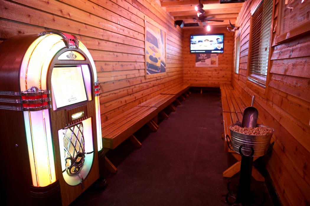 Se ofrecen cacahuetes gratis en el área de espera en Texas Roadhouse en 1380 E. Craig Road en North Las Vegas el miércoles 12 de diciembre de 2018. K.M. Cannon Las Vegas Review-Journal @KMCannon ...