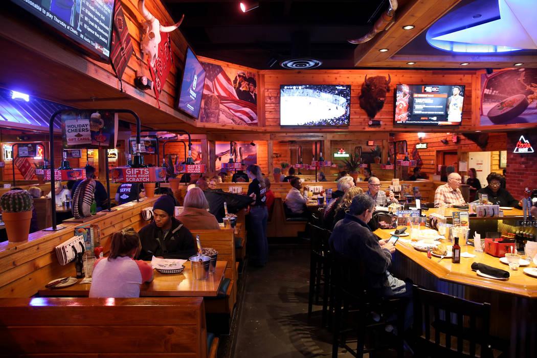 El área del bar en Texas Roadhouse en 1380 E. Craig Road en North Las Vegas el miércoles 12 de diciembre de 2018. K.M. Cannon Las Vegas Review-Journal @KMCannonPhoto